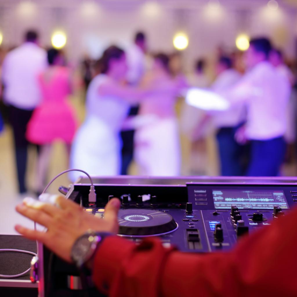 Wedding-DJ-Shutterstock