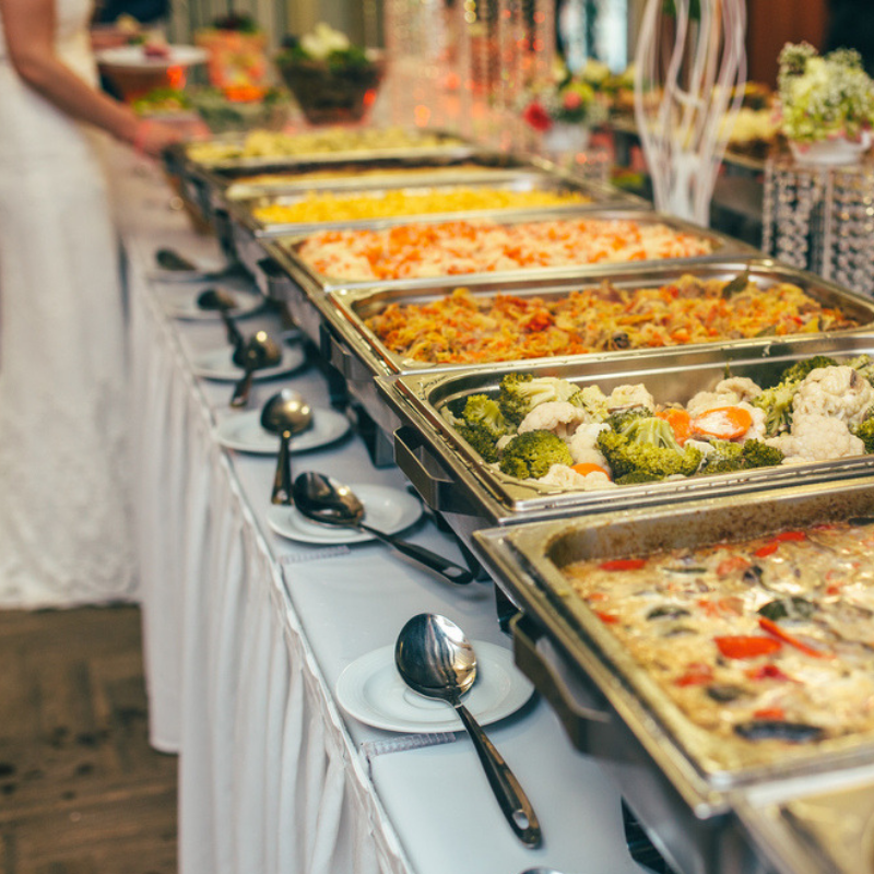 Bride-Caught-Guests-Stealing-Food-From-Wedding -Buffet-Shot